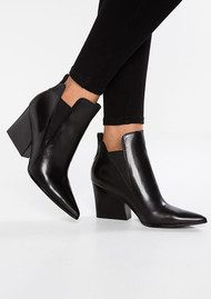 KENDALL & KYLIE Fox Pointed Leather Boot - Black