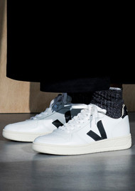 VEJA V-10 Leather Trainers - Extra White & Black