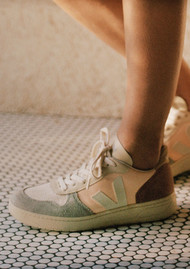 VEJA V-10 Leather Trainers - Multicoloured