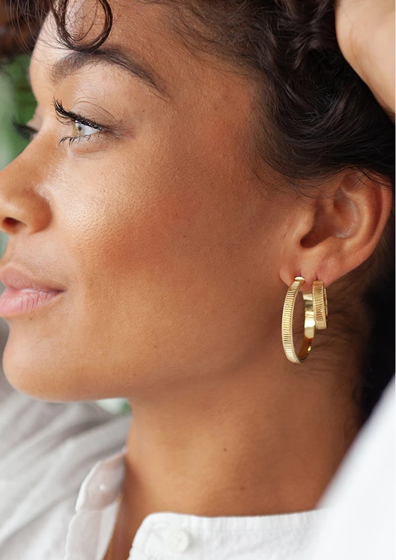 ANNA BECK Large Ribbed Hoop Earrings - Gold main image
