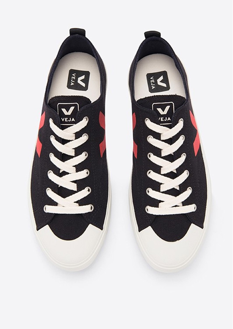VEJA Nova Canvas Trainers - Black & Pekin main image