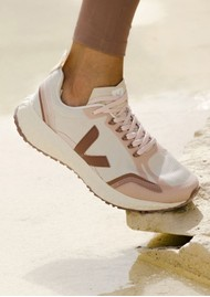 VEJA Condor Mesh Trainers - Natural & Dried Petal