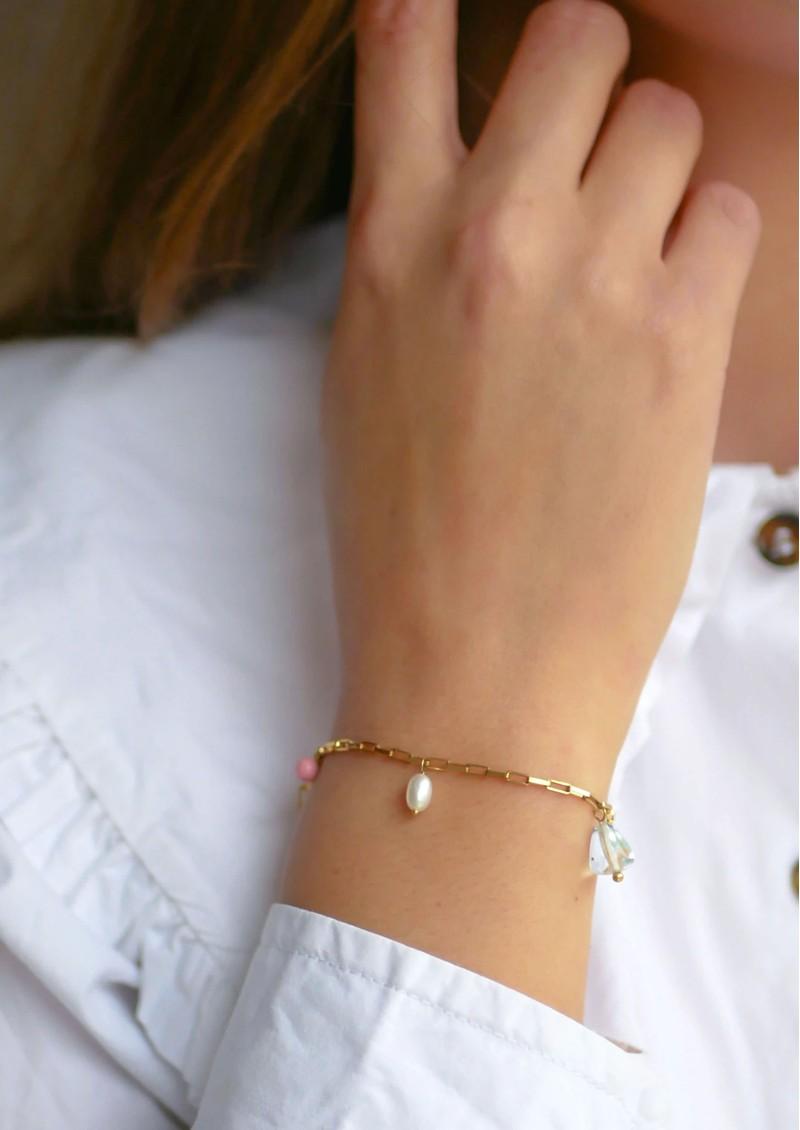 ENAMEL COPENHAGEN Mellow Fresh Water Pearl Fine Chain Bracelet - Gold main image