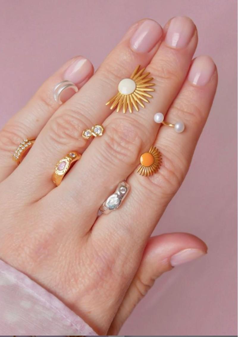 ENAMEL COPENHAGEN Big Soleil Earrings - Daisy main image